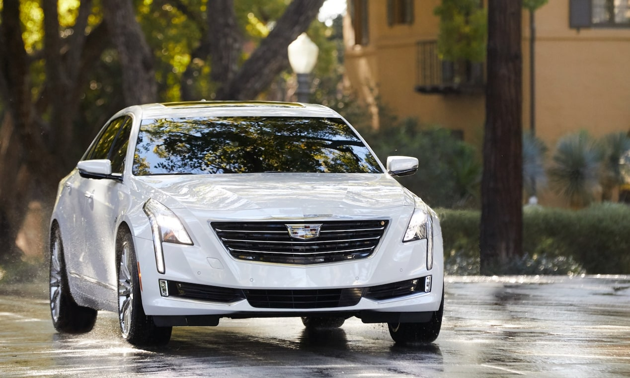 CT6 Driving on Wet Road