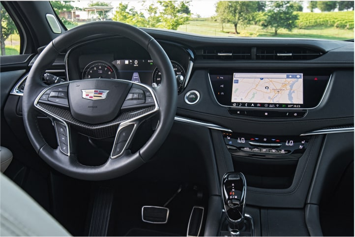 Cadillac XT5 Crossover steering wheel and navigation