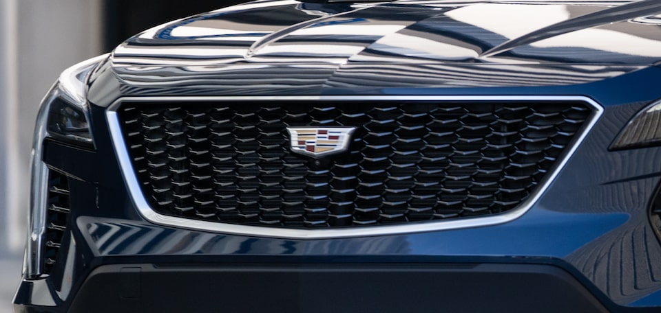 2021 Cadillac XT4 Small SUV: Sport Grille