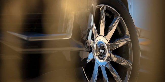 2021 Cadillac Escalade Full-Size SUV Wheel Turned with Logo